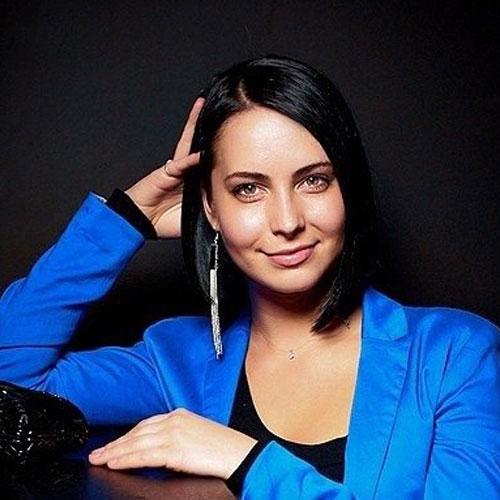 Карина Захарик : визажист